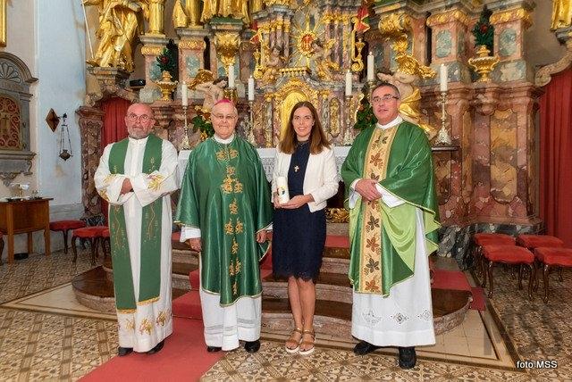 Podelitev misijonskega križa laiški misijonarki Katji Ravnikar